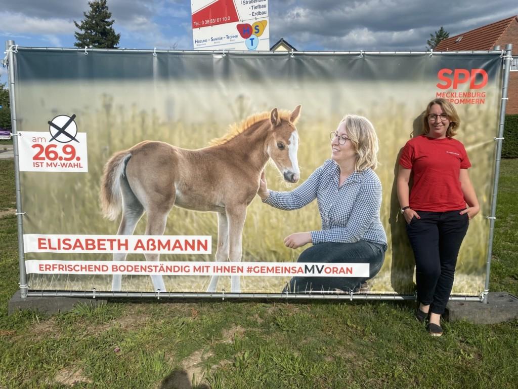 Elisabeth am Banner Pony